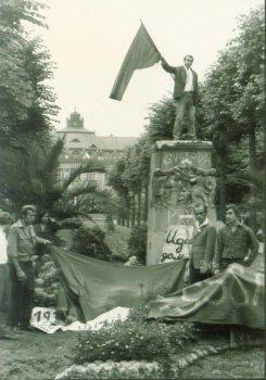 Neskloníme hlavy. Rok 1968 v Karlových Varech
